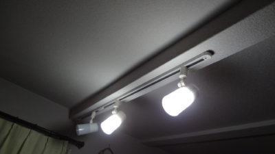 停電時にも使えるソーラー発電バッテリーで点灯する照明をリビングに新設。