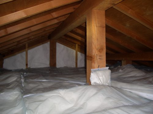 屋根裏の今ある断熱材の上に敷くだけで天井の暑さが改善