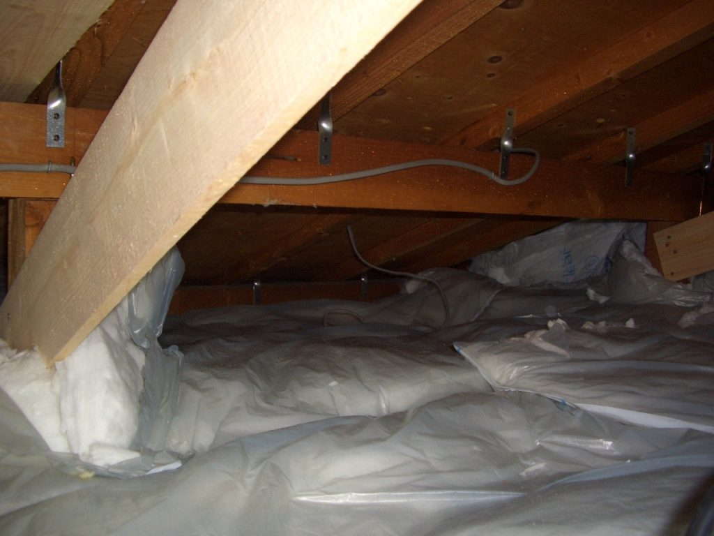 屋根裏 断熱材