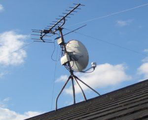 テレビアンテナ 屋根裏
