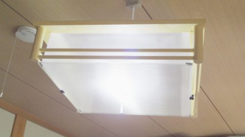 LED電球を使って、和室蛍光灯照明器具をLEDに改造できた。