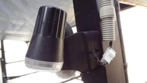 省エネ 自転車置場の電池式オートライトに、ソーラーバッテリーから供給。