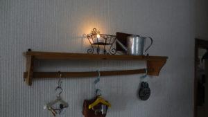飾り棚にACアダプタ電源でキャンドルライト点灯