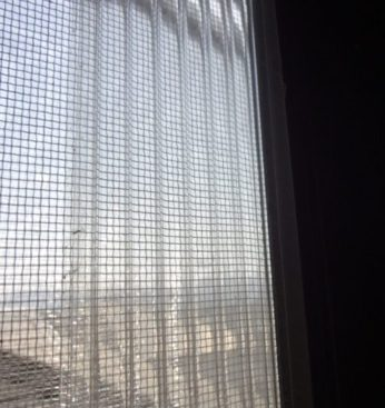 換気 通気のため窓を少し開けていても雨が入りにくい工夫。