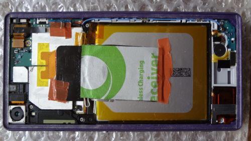 Xperia Z2 にワイヤレス qi充電を端末に内蔵、外観そのまま置くだけ充電にした。