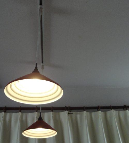 ダイニングルーム照明を蛍光灯ペンダントから、ダクトレール式のペンダントLEDライトに変えたらよい雰囲気に。