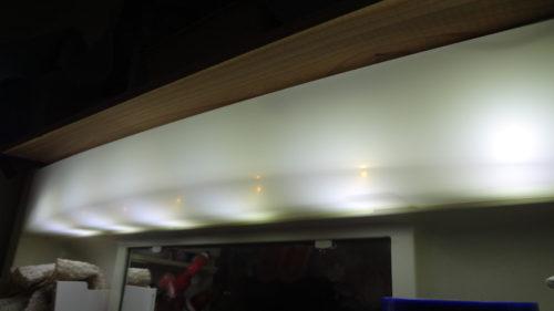 初挑戦、洗面台の蛍光灯照明器具をLEDに改造することができた。