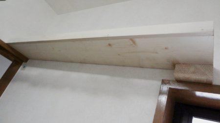 ドア枠、窓枠に乗せた棚