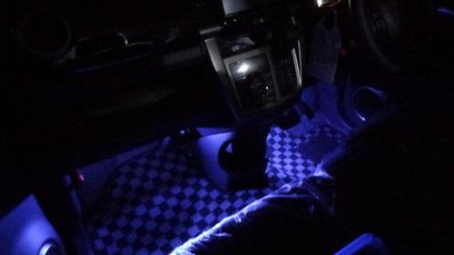 スズキ ハスラー MR41S フットライト(フロアライト)取付け。ドア連動とイルミネーションに連動。
