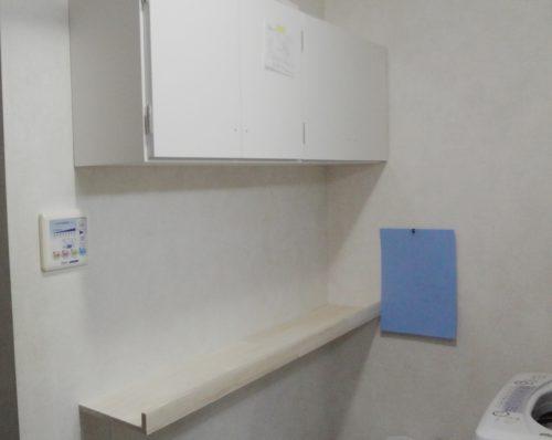 部屋の物品放出で家中物大移動。足りない収納増やすため吊戸棚、棚取付けなど。