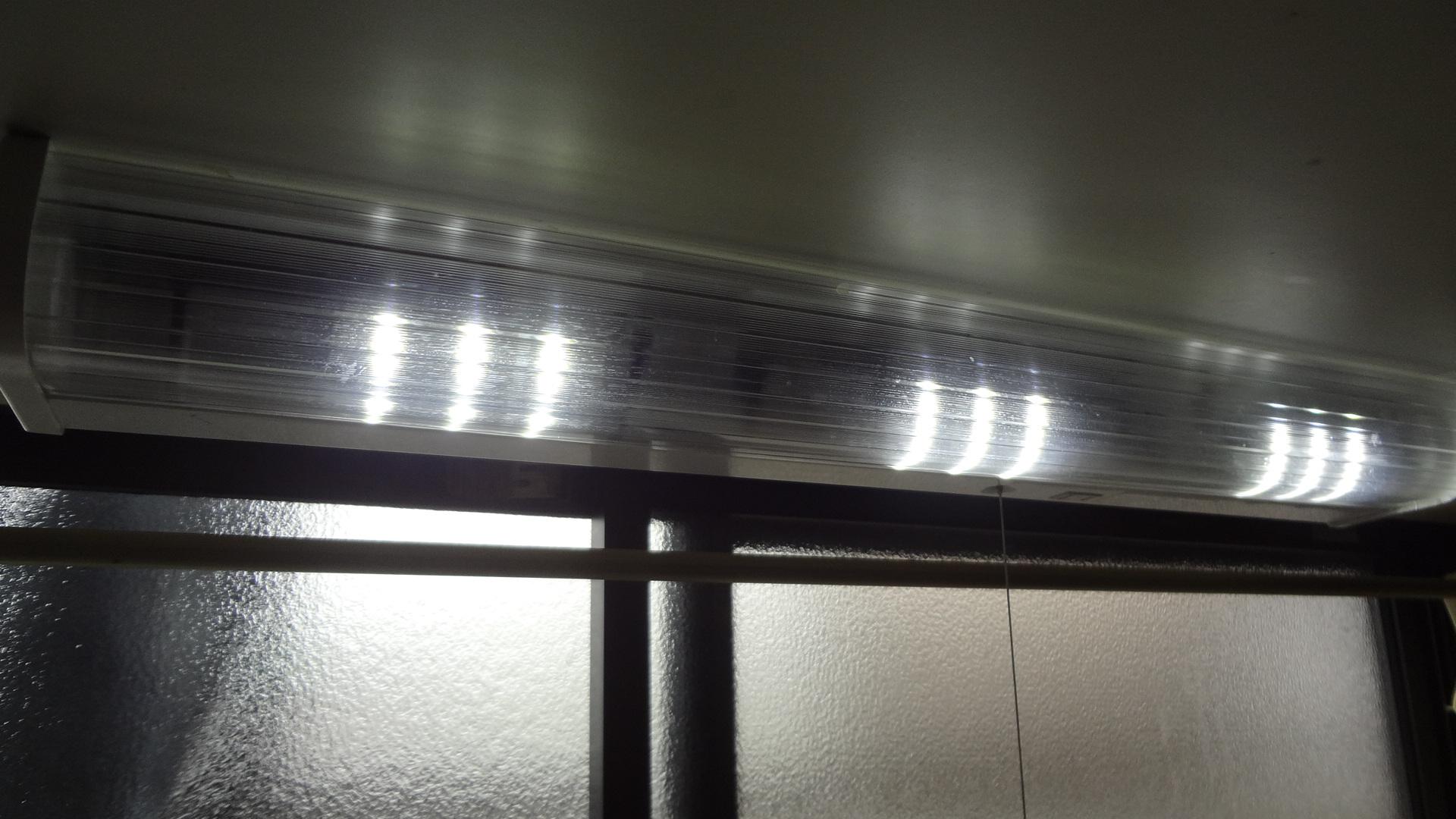 LEDモジュールを使って、かんたんにキッチン蛍光灯照明器具をLEDに改造できた。